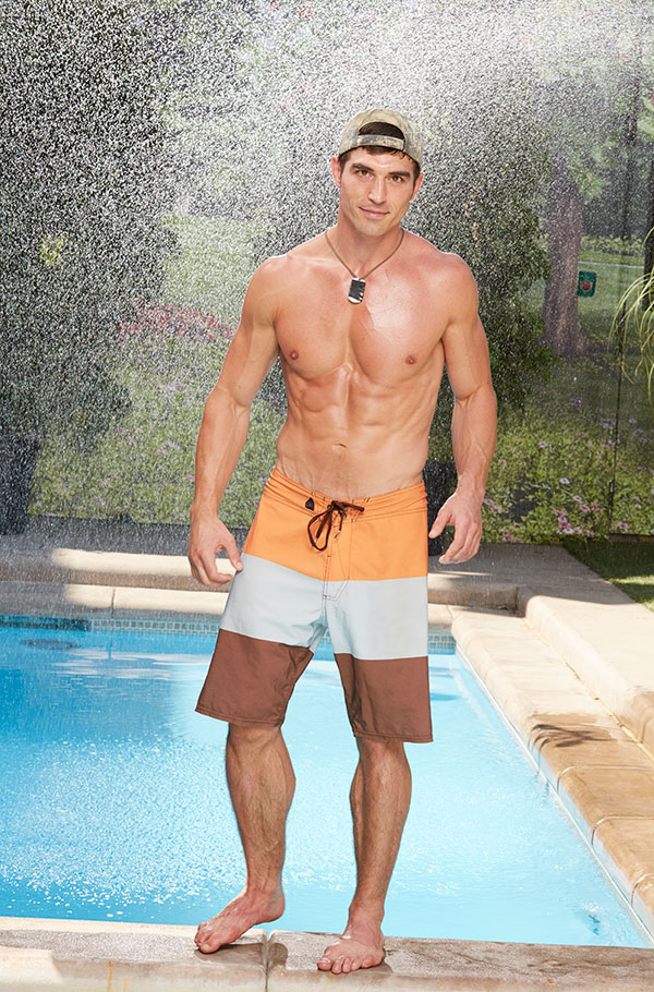 Cody Nickson flashes his six-pack by the pool.