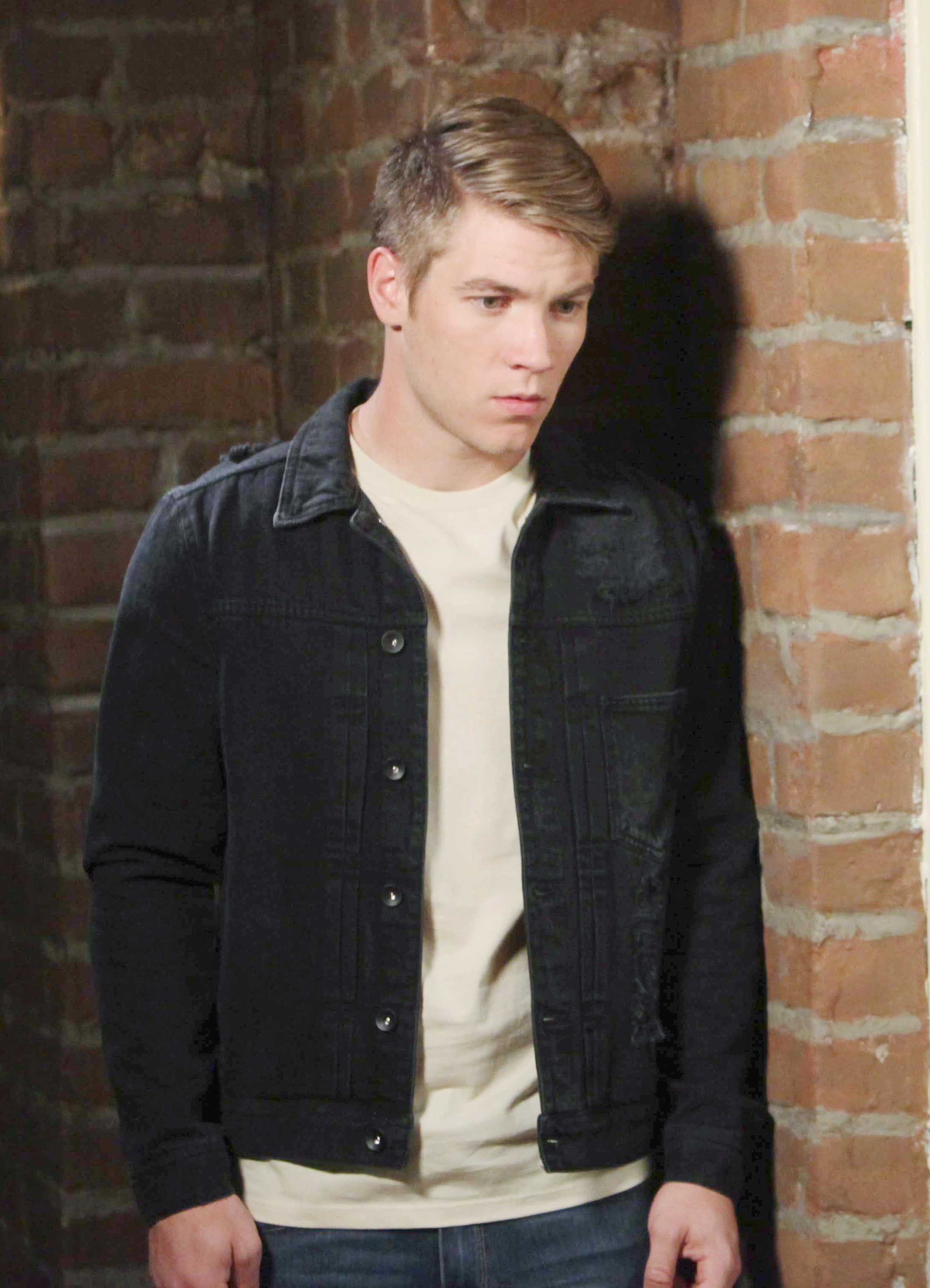 Days Of Our Lives Spoilers: Kate Blackmails Tripp.