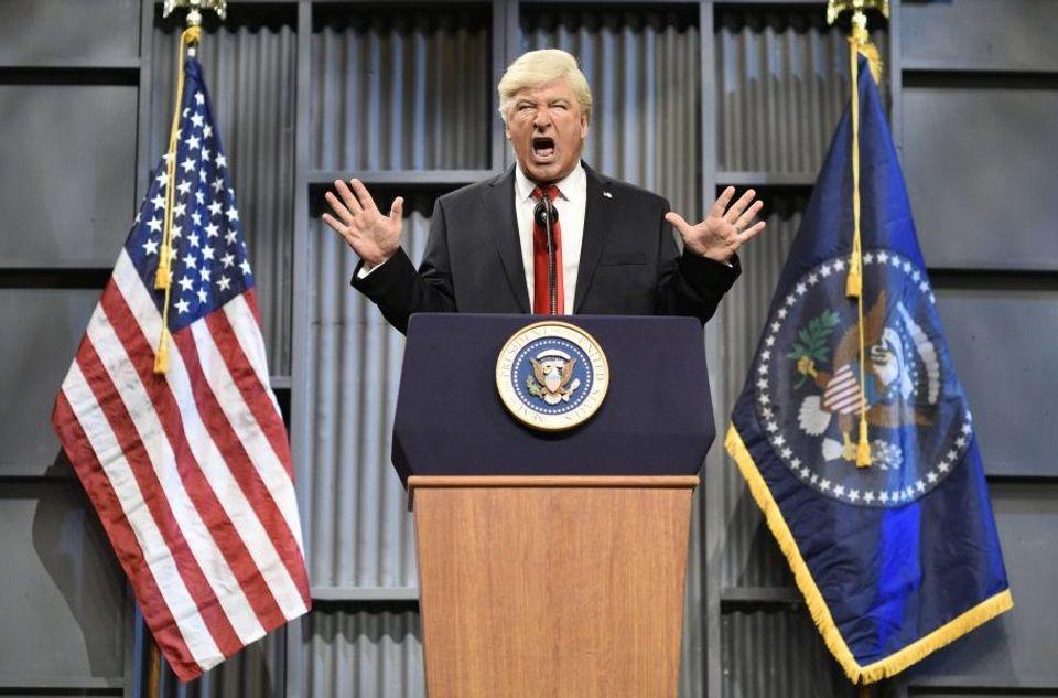 SNL Cold Open: Alec Baldwins Donald Trump Talks Golden